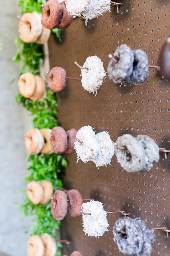 プレ花嫁さま必見!最新トレンド「ドーナツウォール」が流行の予感♡ で紹介している画像