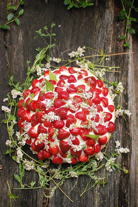 甘酸っぱくてキュート。いちごをテーマにしたストロベリー・ウェディング で紹介している画像