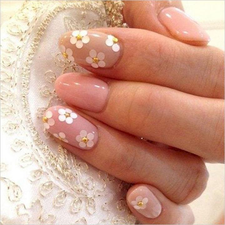 花嫁さまの手元はシンプルに可愛く♡ブライダルネイルのデザイン31選! で紹介している画像