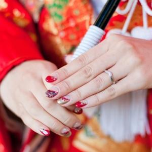 ブライダルネイルに「花言葉」を添えて特別な花嫁に♡白ネイルに合うお花6選♡ で紹介している画像