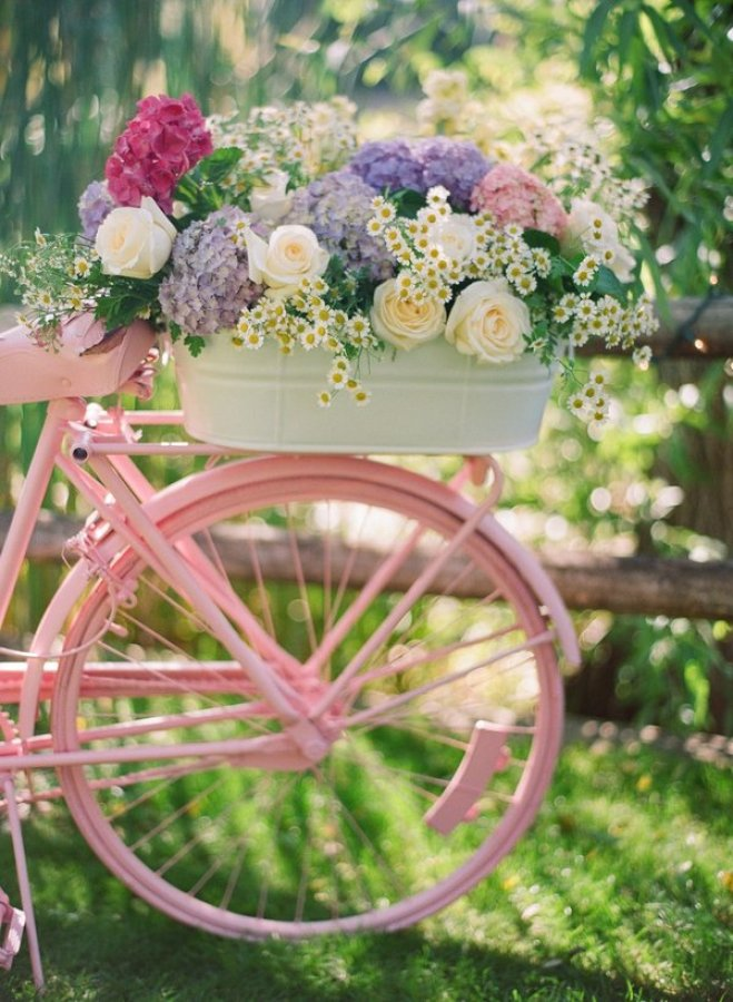 """童話みたいな世界観。海外では定番の""""お花をたっぷり乗せた自転車""""がオシャレすぎる☆ で紹介している画像"""