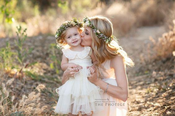 花嫁であり、母親でもある。ママとその子供たちの愛情たっぷり写真アイディア で紹介している画像