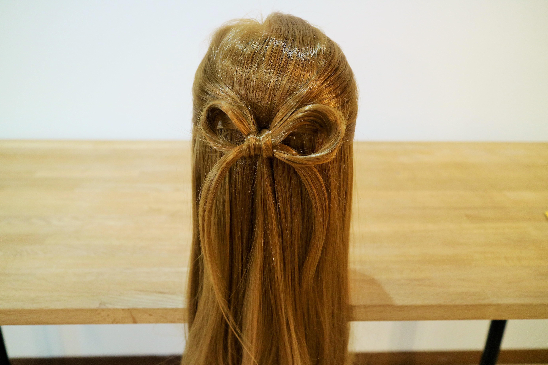 プロが選ぶ本当に可愛いハーフアップ5選!結婚式のお呼ばれに合う髪型紹介と作り方ミディアム〜ロング編 で紹介している画像