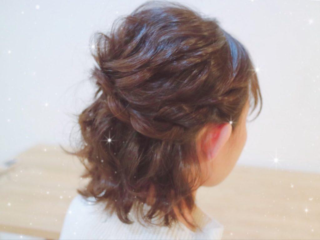結婚式の髪型からコーディネートまで解決!ミディアムハーフアップ♡セルフアレンジも! で紹介している画像
