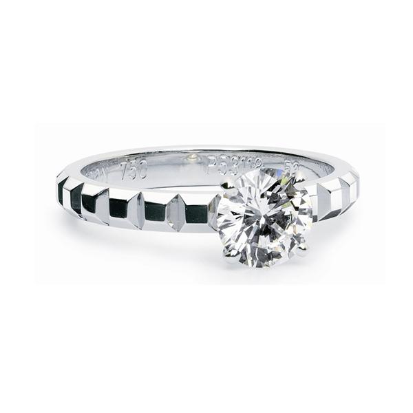 ダイヤモンドをもっとも美しく魅せる婚約指輪「ソリティア」のデザインの魅力をご紹介 で紹介している画像