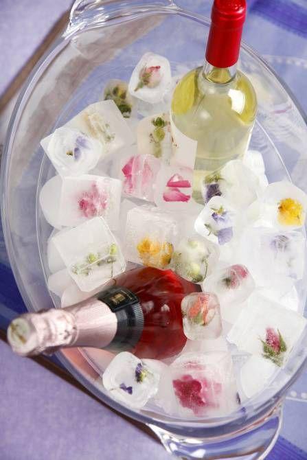 """宝石みたいに美しい """"フラワーアイスキューブ"""" でオシャレな春夏のおもてなし で紹介している画像"""