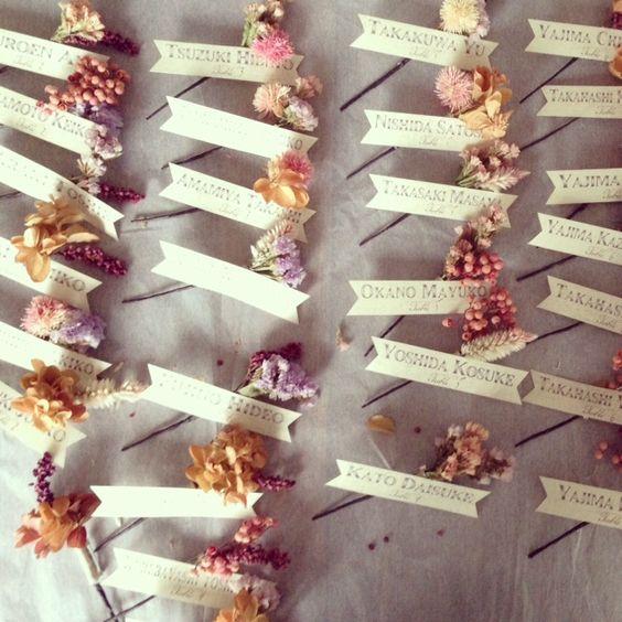 簡単DIYで結婚式費用を節約しちゃいましょう。お花を使った可愛い席札をご紹介☆ で紹介している画像