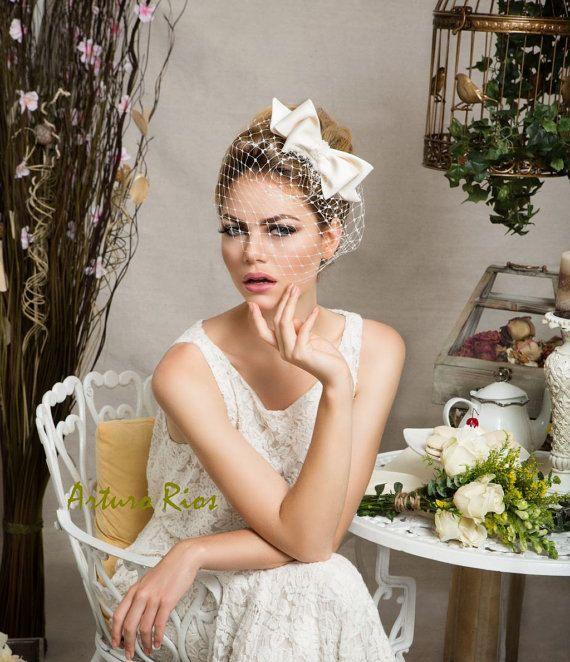 """普通とはちょっと違う、個性派オシャレな花嫁さんに。""""バードケージ・ベール""""でクラシックスタイル で紹介している画像"""