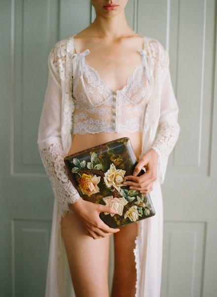 美しいボディラインをつくれちゃう♡おすすめ!人気のブライダルインナー6選 で紹介している画像