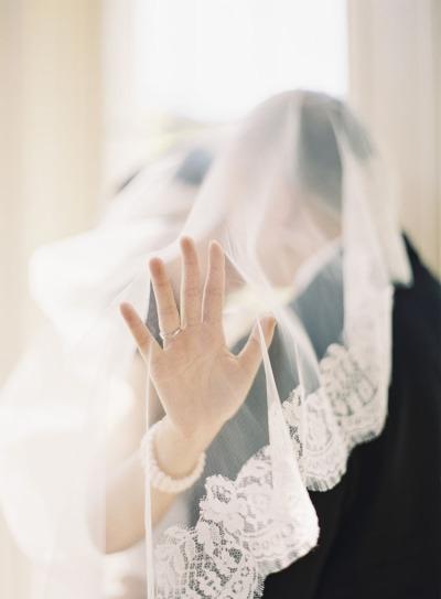 【ロングベール】ため息が出るほど美しい♡気品あふれるフォトジェニックなベール で紹介している画像