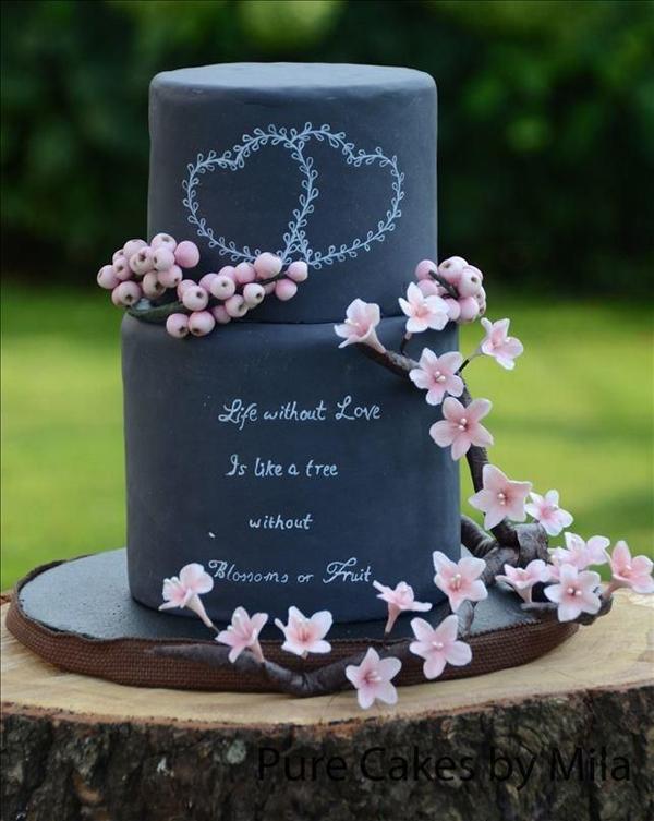 """日本初上陸!黒板でメッセージを伝える """"チョークボード・ウェディングケーキ"""" で紹介している画像"""