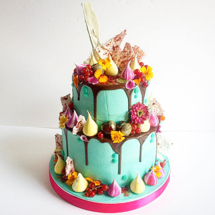 """日本初上陸!2016年に絶対流行る、世界が大注目の""""カラードリップ・ウェディングケーキ""""はいかが? で紹介している画像"""