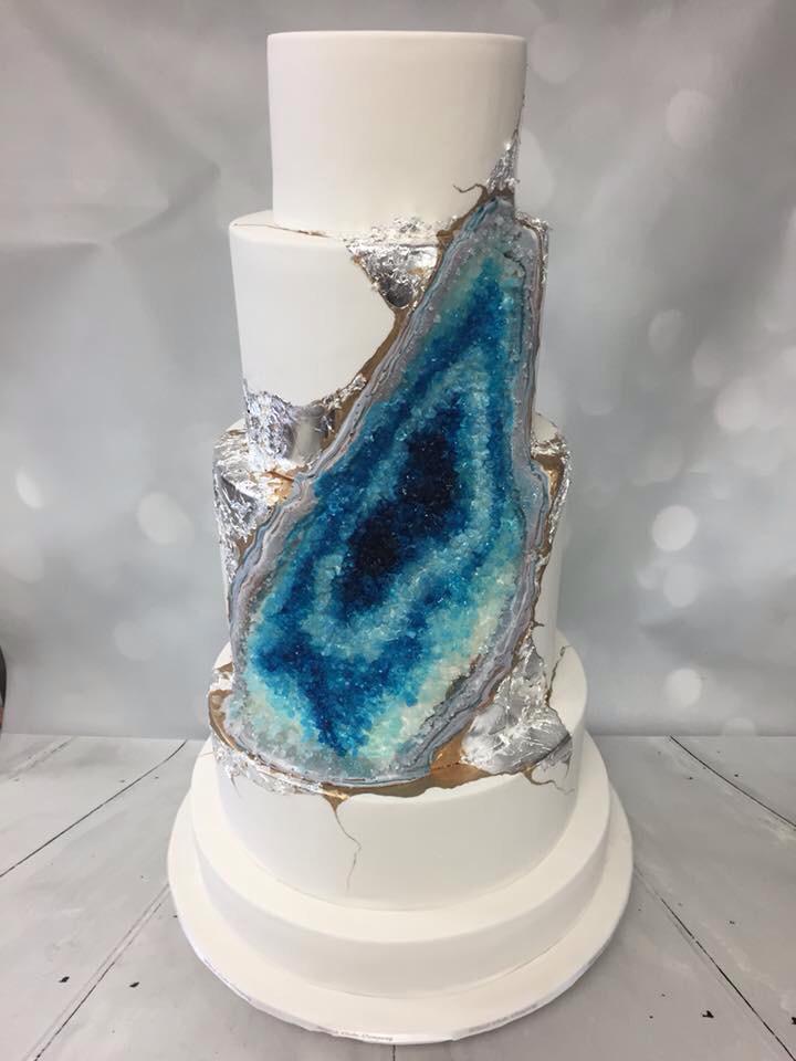 食べられる宝石?2016年最旬トレンド☆美しすぎるアメジストのような「ジオード・ウェディングケーキ」 で紹介している画像