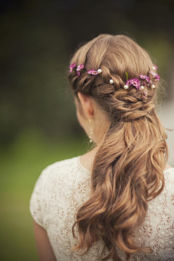 【ロングヘア】上品にフェミニンにハーフアップ♡結婚式の髪型 で紹介している画像