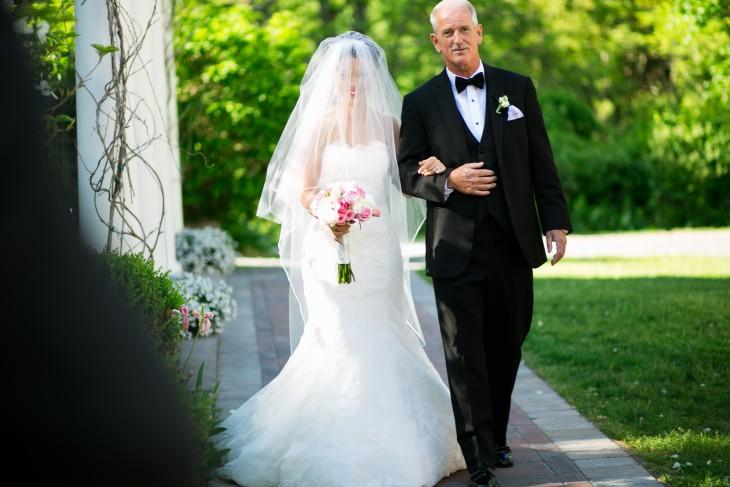 <ウェディングプランナーが教える>バージンロードの美しい歩き方レッスン で紹介している画像