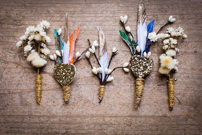 """ブーケとお揃いでいいの?あえてお花を選ばない""""ノンフラワー・ブートニア""""の6つのアイディア で紹介している画像"""