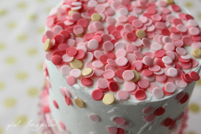 """ウェディングケーキに幸せをひとふり☆カラフルでおしゃれな""""スプリンクルケーキ""""って知ってる? で紹介している画像"""