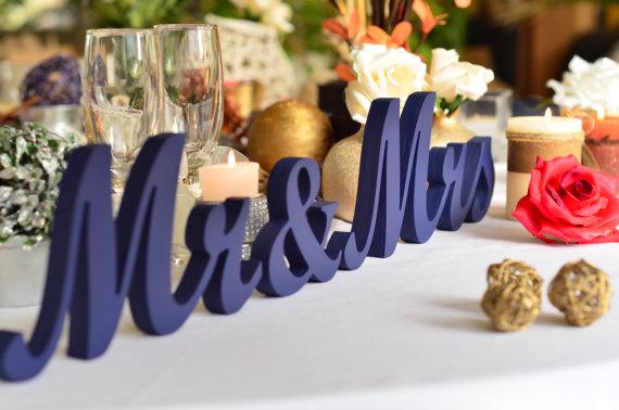 北川景子さんも着用<テーマカラーレッスン>ロイヤルブルーでコーディネートした結婚式アイディア で紹介している画像