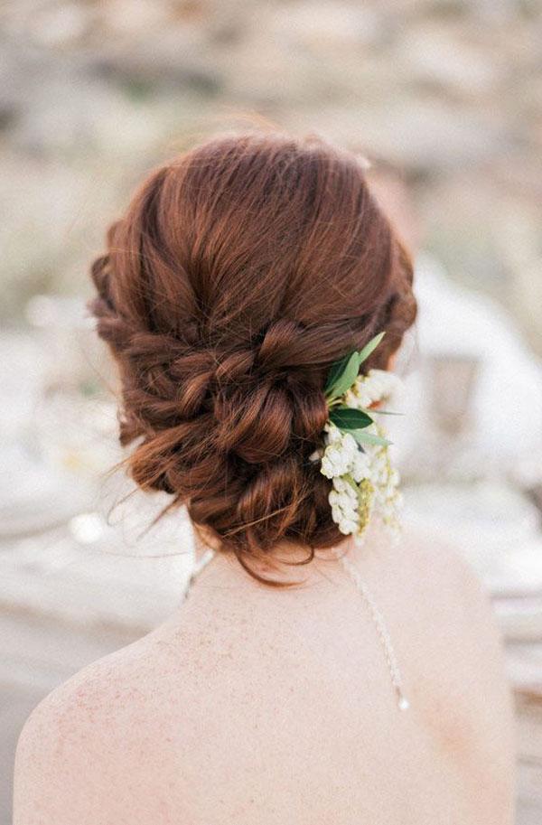 簡単に更に可愛いく!結婚式や二次会に合う編み込みヘアのやり方と髪型紹介♡ミディアム〜ロング編 で紹介している画像