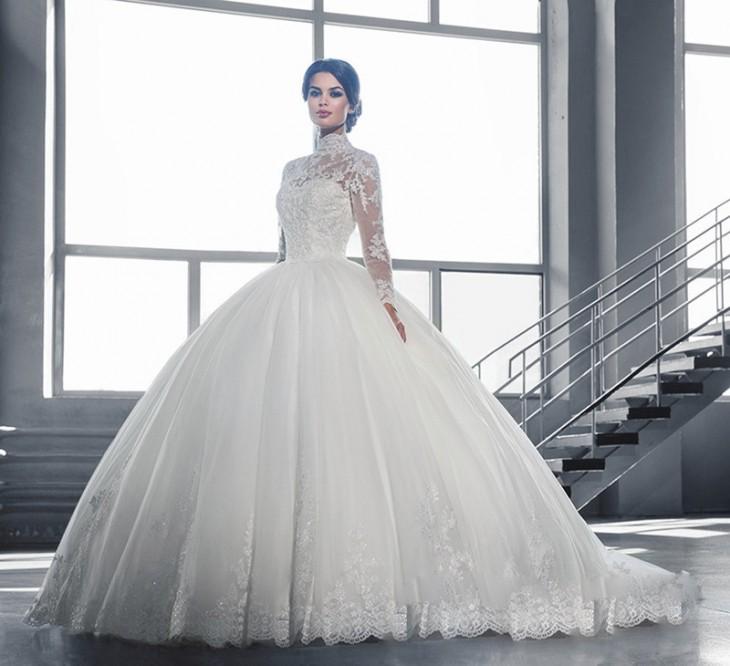 北川景子さんも着用☆長袖&ハイネックのレースで包まれた、露出ゼロの気品溢れるウェディングドレス で紹介している画像