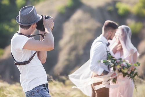 可愛い系から面白い系まで、結婚式前撮りポーズ12選♡思い出に残る写真を残そう で紹介している画像