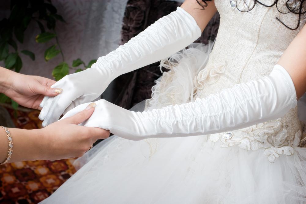 周りと差がつく!カットアウトドレスでおしゃれ過ぎる花嫁に♡ で紹介している画像
