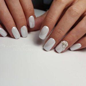 あなたに似合う「白」が見つかる♡ホワイトブライダルネイルデザイン31選♡ で紹介している画像